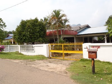Depan Homestay Jengka 25 (Rumah Banglo)