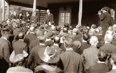 Roosevelt speaking to a group of people