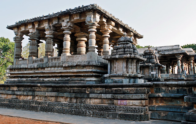 Friezes on the base of the Nandi Mantapa 1, beside it is the Nandi Mantapa 2