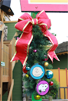 knotts winter wonderland charlie brown snoopy wreath
