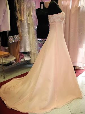 abito da sposa semplice,abito da sposa stile impero,abito ricamato