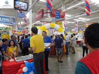 Festa com salgados e bolos oferecidos pela loja e fornecedores.