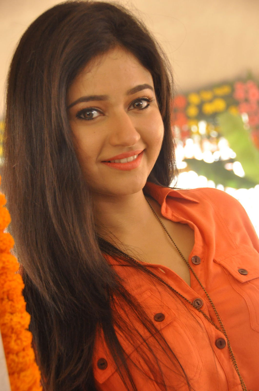 sexy hot glamorous Poonam bajwa latest gorgeous photos gallery