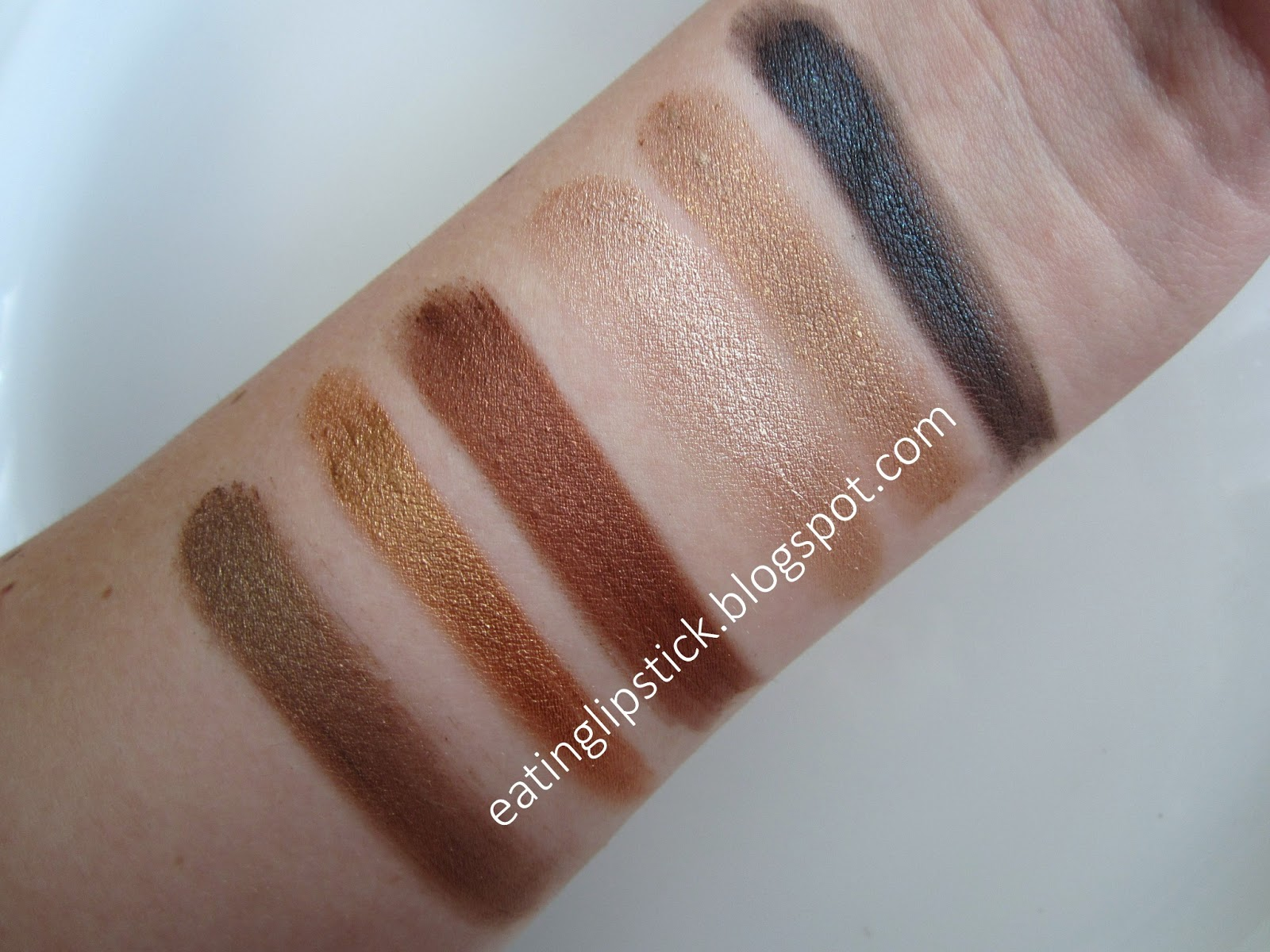 Eating lipstick maybelline color tattoo pure pigments for Color tattoo maybelline