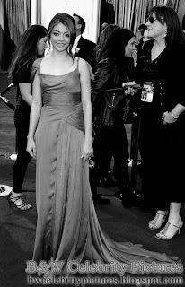 Sarah Hyland over red carpet at 2012 Academy Awards - Oscar arrival