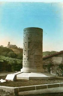 CPA monuments aux Morts du Puy-de-Dôme, Volvic