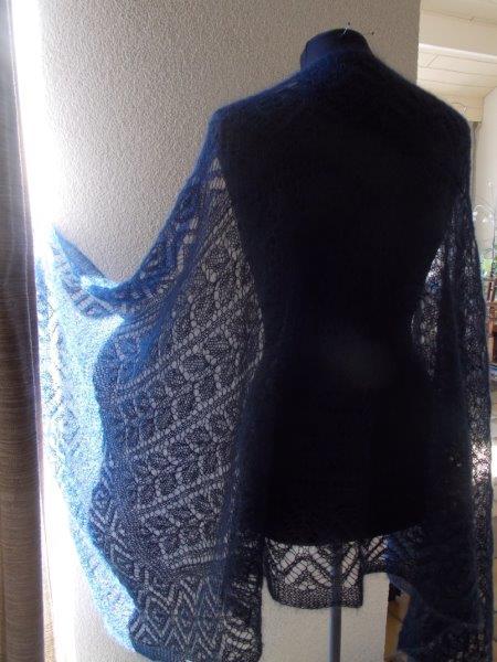 TE KOOP,donker nachtblauwe shawl.