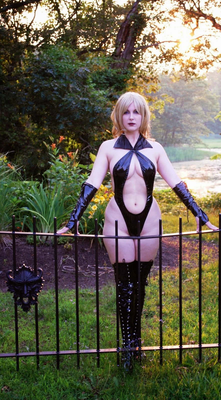 Draculina Waits (Vampirella's blonde twin sister) - (Panda Valentine)