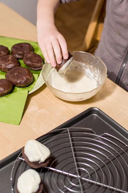 Pravi čokoladni krofki namakanje krofov