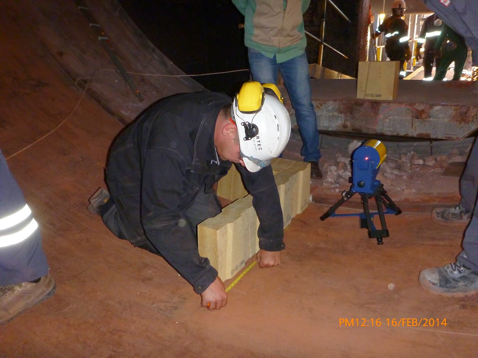 Setting of bricks after marking the reference line.