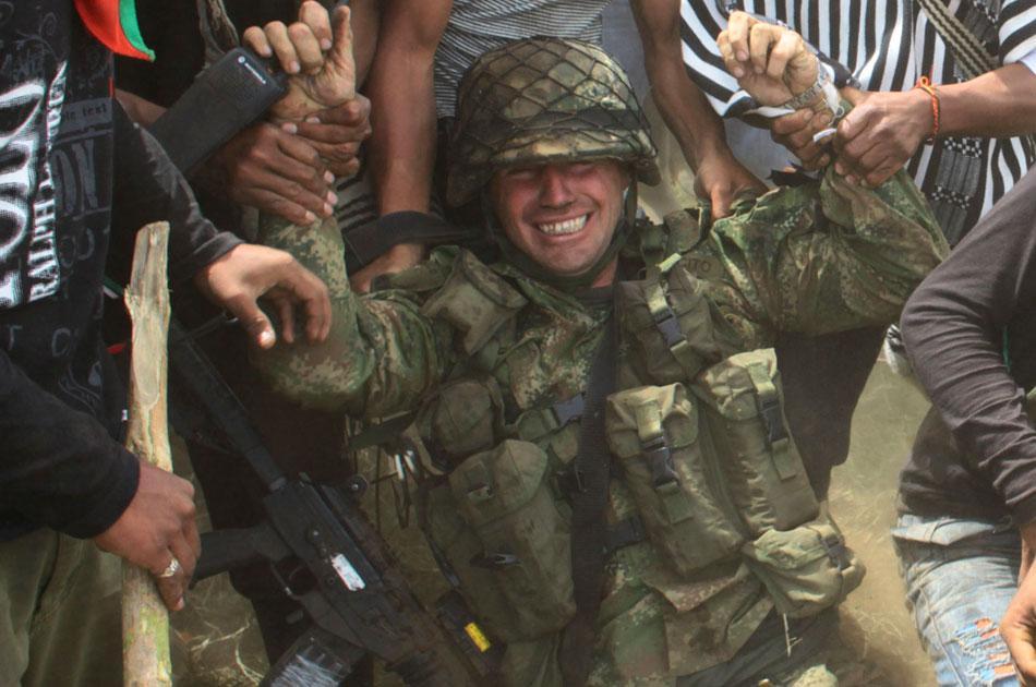 Colombia  - Página 30 Soldado+llorando