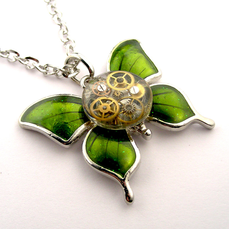 23-Watch-Butterfly-Pendant-Nicholas-Hrabowski-Steampunk-Jewelry-from-Recycled-Watches-and-Bullets-www-designstack-co