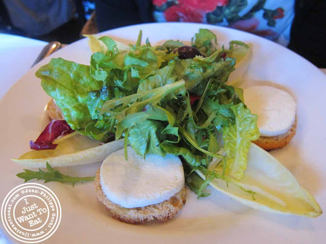 image of goat cheese salad at Restaurant L&#39;express in Montreal, Canada