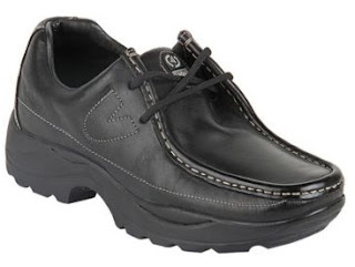 A Versatile Shoe (Must Buy): Woodland Black Loafers worth Rs.2695 just for Rs.1887 at Jabong