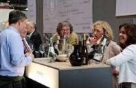 Helga und Peter J. König im Gespräch mit Margret und Bernhard Werner, Weingut Werner