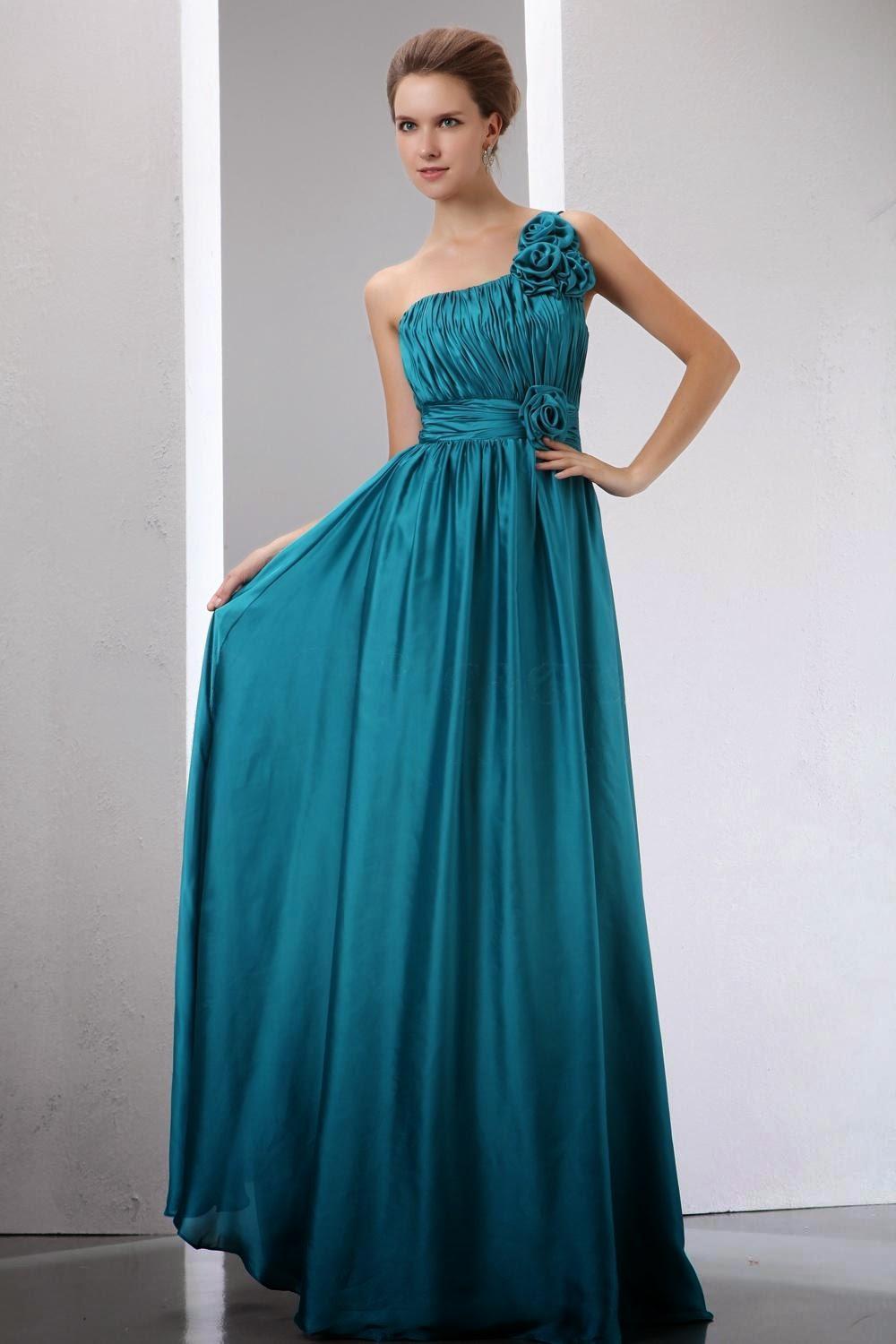 prom dress: Hair style and prom dresses