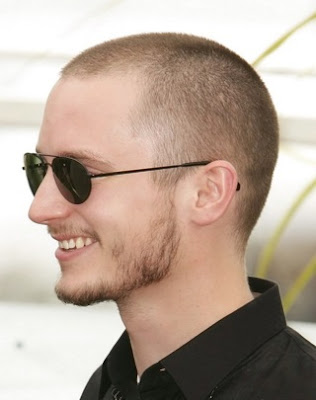 model potongan rambut pria gundul bros