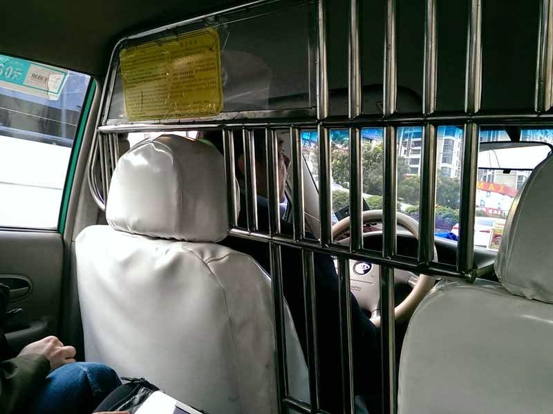 todos los taxis tienen rejas
