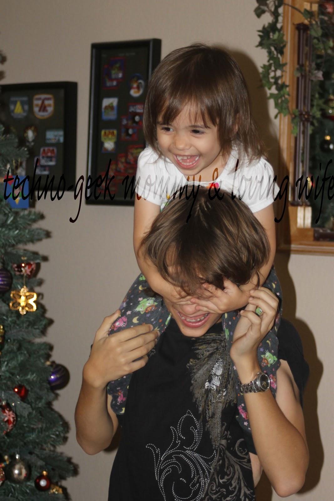 Techno-Geek Mommy & Loving Wife: Oh Christmas Tree...