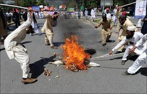 سوزاندن مردی در پاکستان به جرم سوزاندن چند صفحه از قرآن!