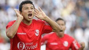 Ysrael Zúñiga celebra gol de Aurich.