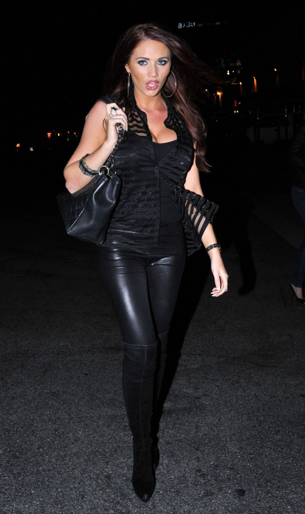 Daniela Ruah Leather Skirt - Hot Girls Wallpaper Taylor Momsen Imdb