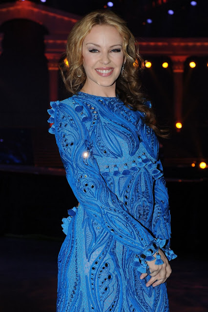 Kylie Minogue Latest 2011 Concert Pictures In Backless Blue Dress
