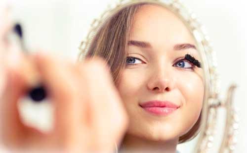 10 Trucos para retocar tu maquillaje en fiestas