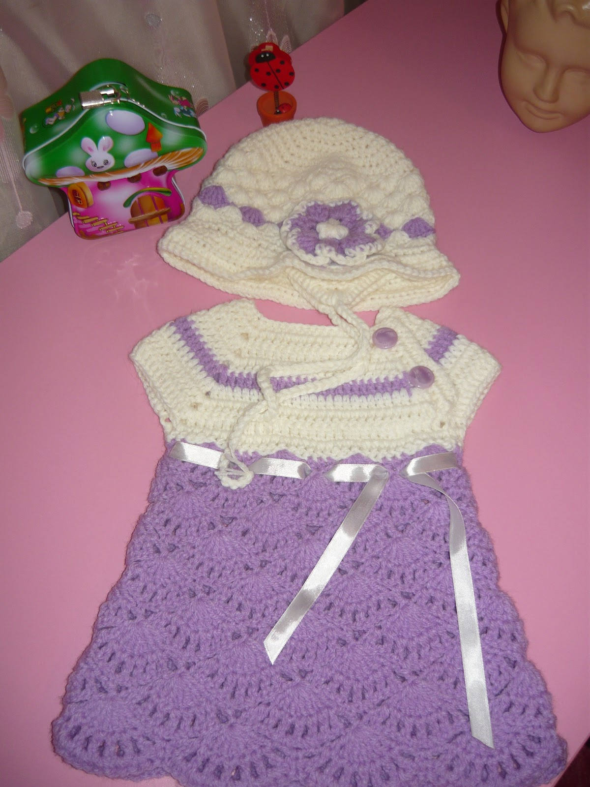 Hainute crosetate-tricotate: rochite fetite