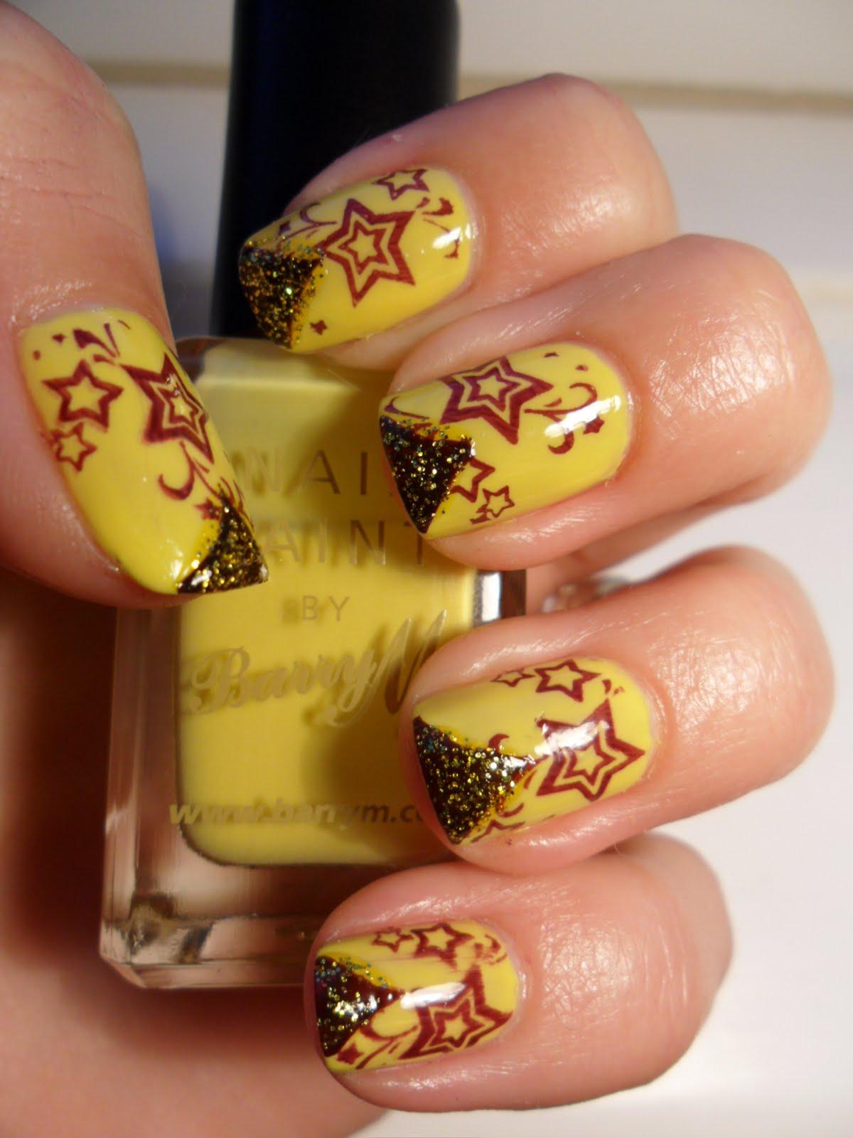 Маникюр с жёлтым блеском