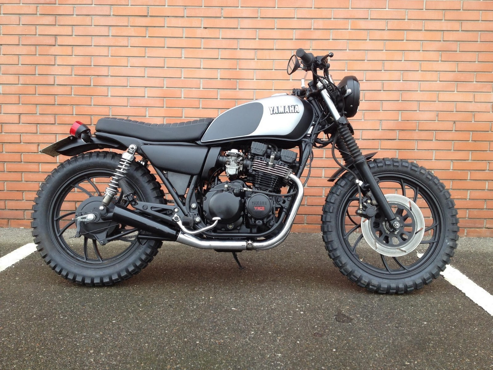 Yamaha Fj 1100 Specs Wiring Diagrams also File 1980 Yamaha XJ650 Maxim I side besides Viewtopic as well X650 Storm further 1982 Yamaha Xj750 Maxim 258021. on yamaha xj750 maxim