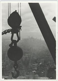 Empire State Building sendo construído