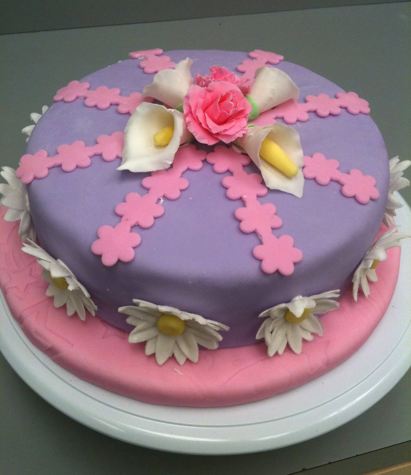 Fondant Cake Decorating Classes Michaels : Cake Decorating by Sonia: July 2011 - Course 3 - Gum Paste ...