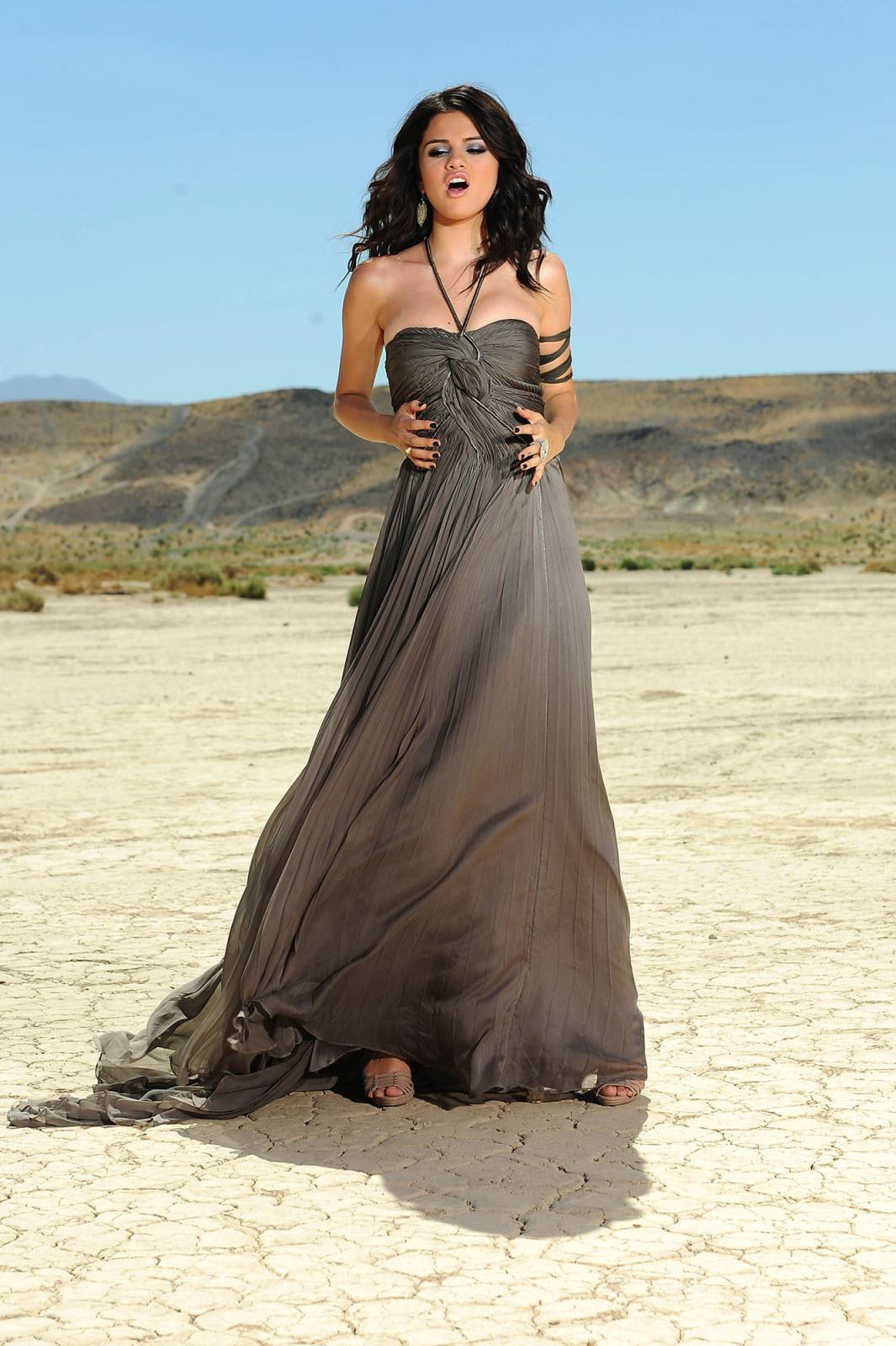 http://3.bp.blogspot.com/-rI3cb4_elSk/Tcwm64g9WVI/AAAAAAAANd4/wVK1ZIABQkE/s1600/Selena%2BGomez21.jpg