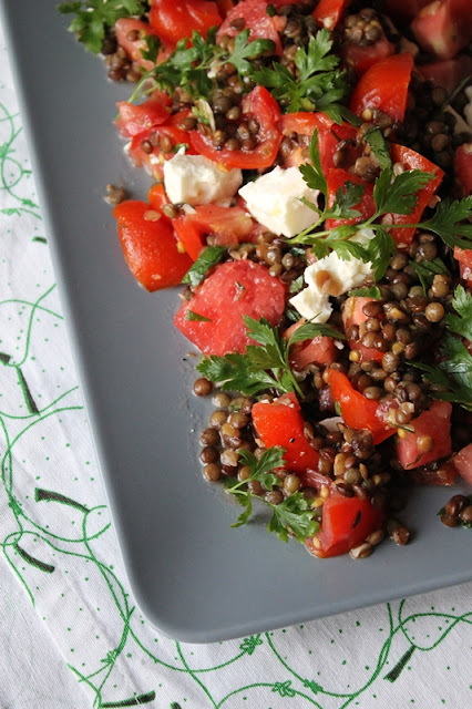 Tomaten-Linsensalat mit Wassermelone und Feta