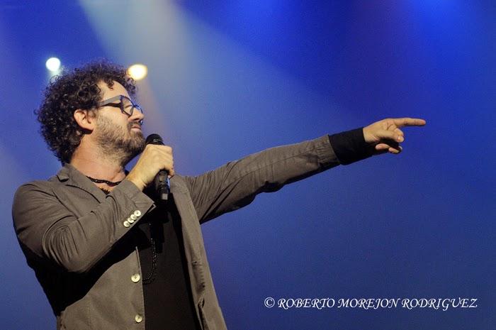 El cantautor Raúl Paz, durante el lanzamiento de su nuevo disco, titulado La Otra Esquina, en  el Teatro Karl Marx, en La Habana, Cuba, el 28 de febrero de 2015