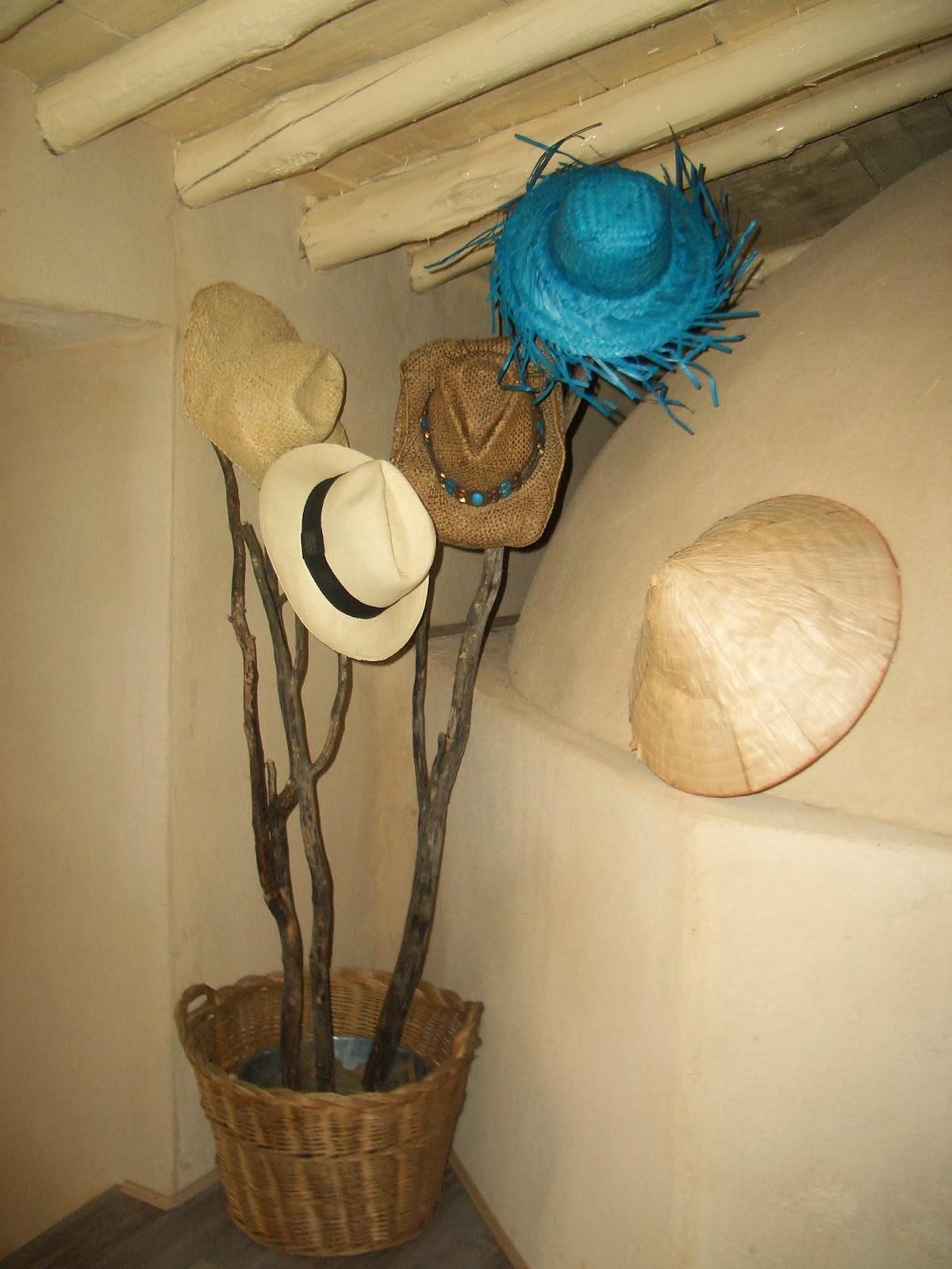 Neo arquitecturaymas ideas para organizar gorros gorras - Perchero para sombreros ...