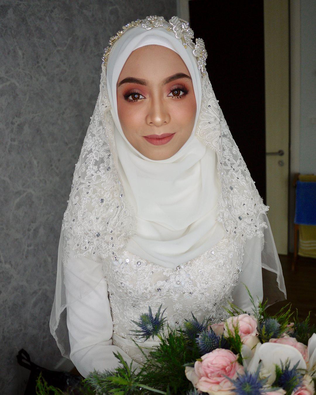 Afidah Khamis MAKE UPS & STUFF