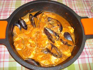 Rape en salsa, gambas, mejillones, suquet, caldereta de pescado