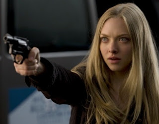"Amanda Seyfried em cena do filme ""12 Horas"""