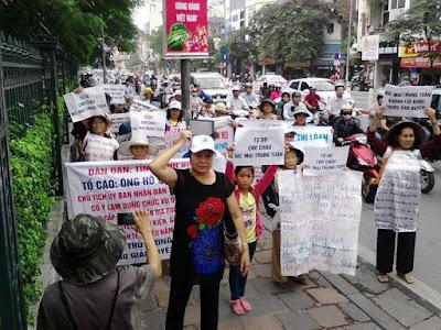 """Giới """"dân chủ"""", """"dân oan"""" lại diễn trò kiếm ăn qua phiên toàn xét xử Nguyễn Mai Trung Tuấn"""