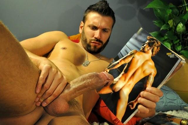 Caio Manzini, Garoto de Programa com 23 centímetros de dote