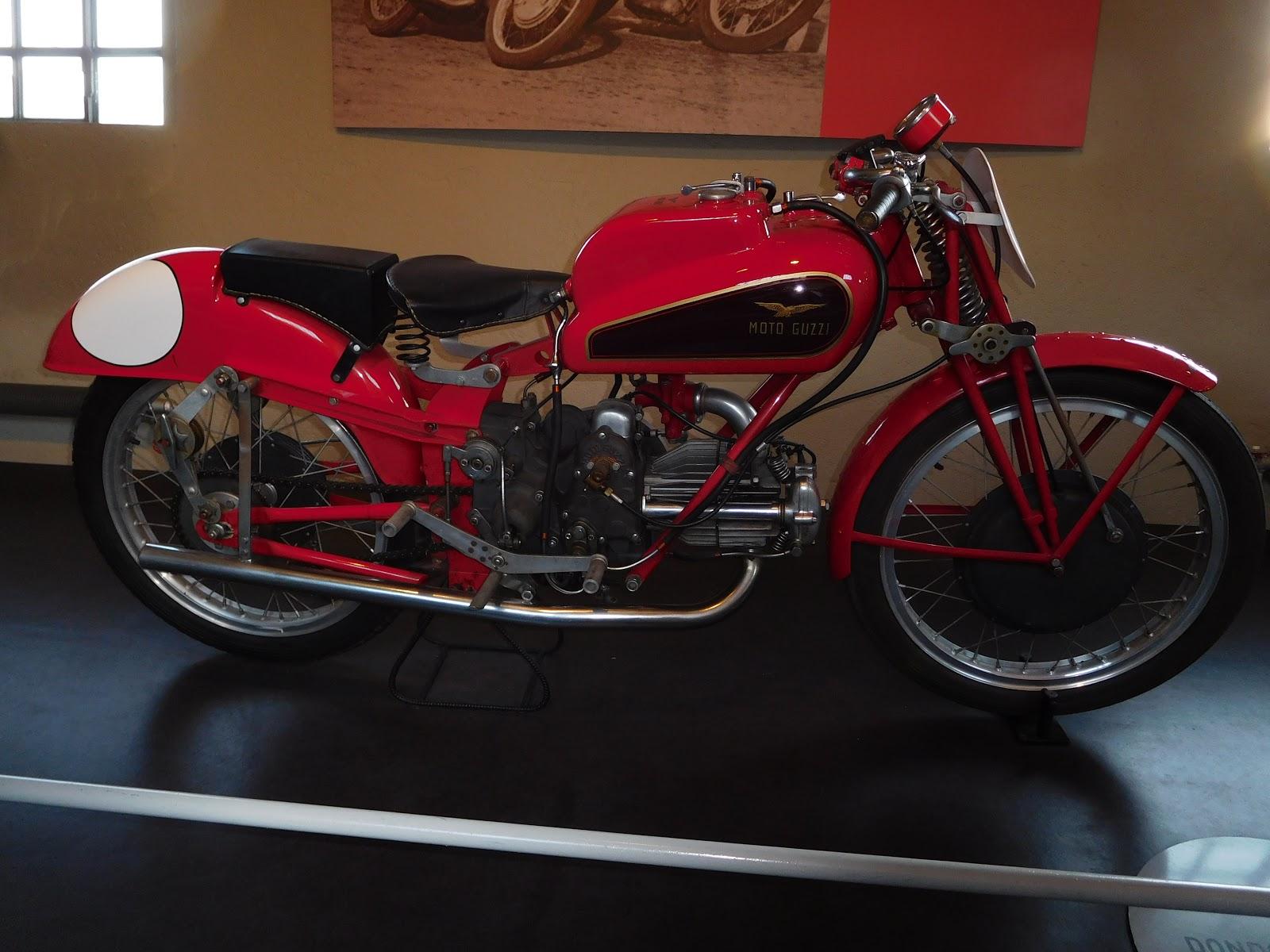 NYDucati:  1946-51 Moto Guzzi Dondolino