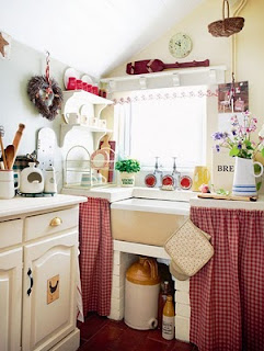 cocina pequeña blanco y rojo