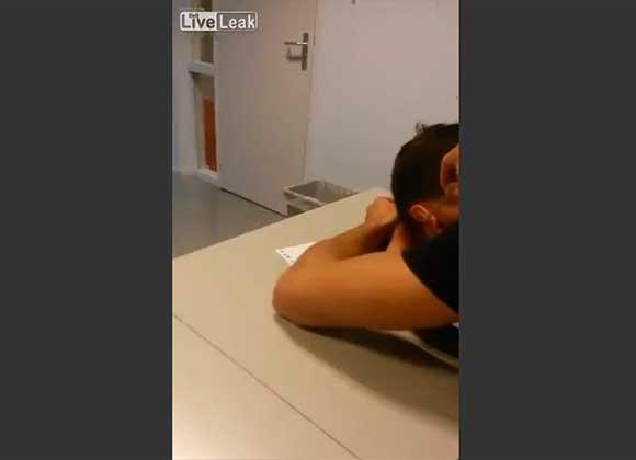 Profesor ataca con un extinguidor a estudiante que se quedó dormido