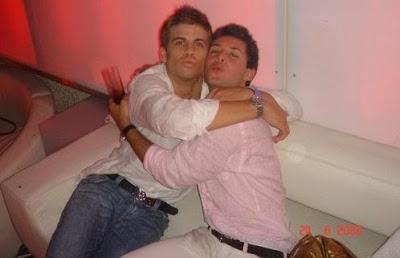 pique en fotos gays con amigos
