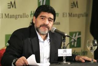 Maradona defiende a Messi, pero ataca a Batista