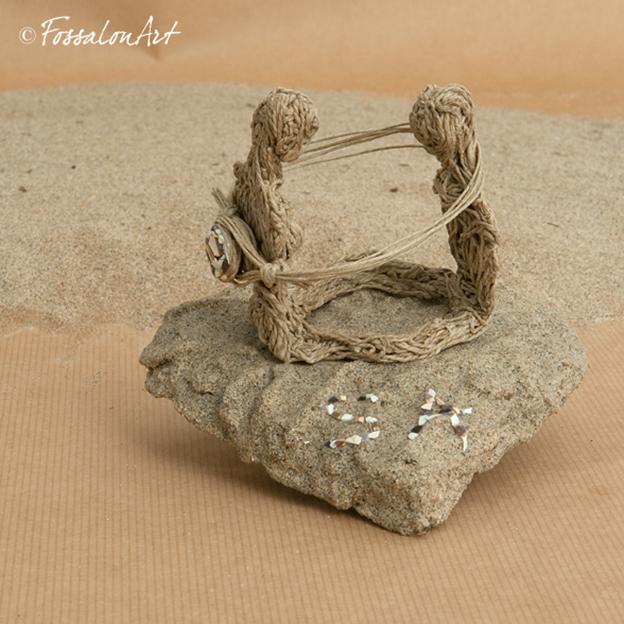 Porta fedi in corda, sabbia e frammenti di conchiglie