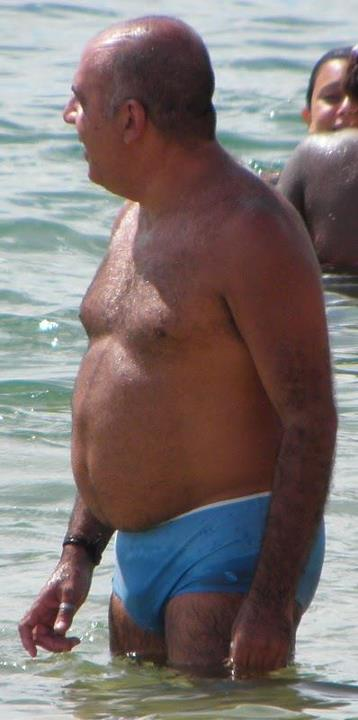 hot maduros men - beach daddy - hairy chest daddies