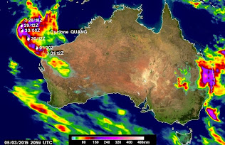 HEAVY RAINFALL FALLS ON AUSTRALIAN COASTS